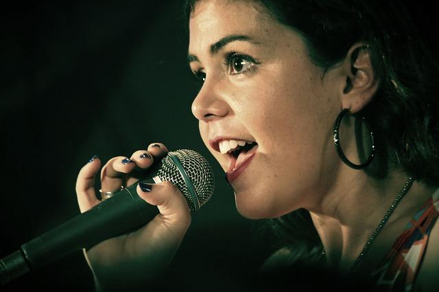 karaoke-singer